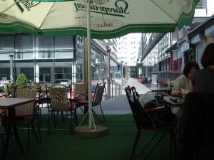 Pogled iz kafića. Nije neki, ali je mirno.
